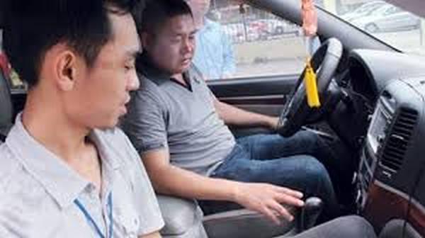 dạy lái xe ô tô số tự động
