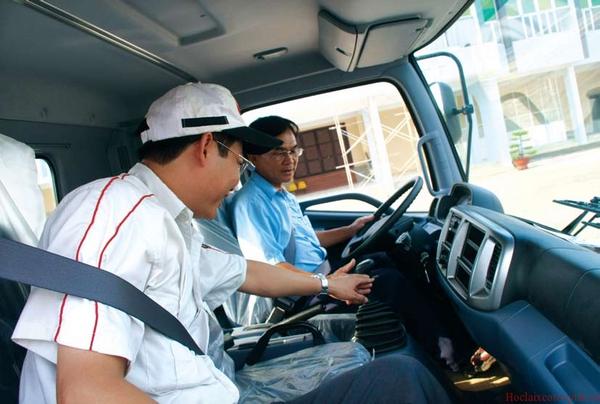 học lái xe ô tô từ ghế phụ