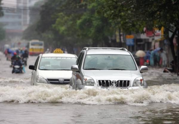 đi ô tô qua nước ngập